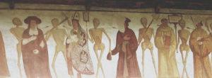 """Uno scheletro abbraccia il cardinale. Segue un vescovo vestito degli abiti pontificali. Uno scheletro porta una clessidra con l'iscrizione """"ala hora tertia"""" e conduce un sacerdote. Uno scheletro si tira dietro un frate francescano."""